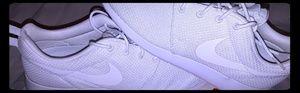 Nike Roshe 1's white